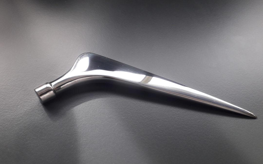 Polissage mécanique médical sur prothèses de hanche